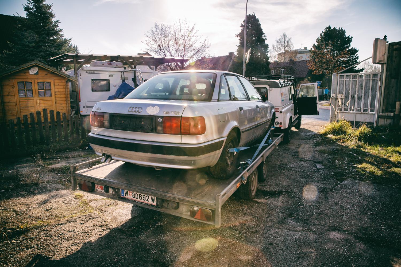 Audi 80 am Anhänger